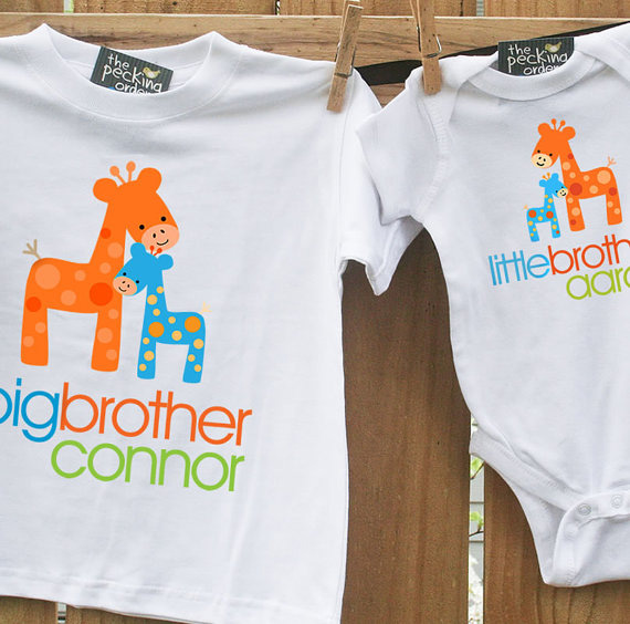 Best 12 big brother gifts from baby: big brother little brother t-shirt and onesie