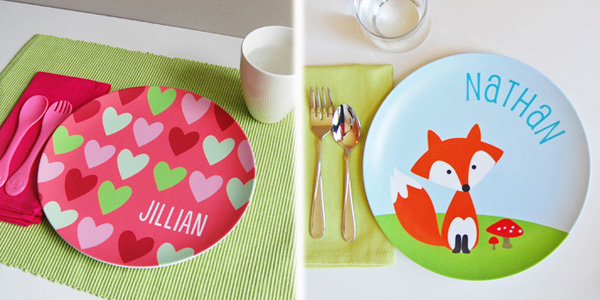 Personalized plates for picky or good eaters. A good trick to keep kids at the table during dinner | at Non Toy Gifts