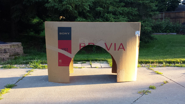 Turn a cardboard box into the Arc de Triomphe - one of the most famous monument in Paris.