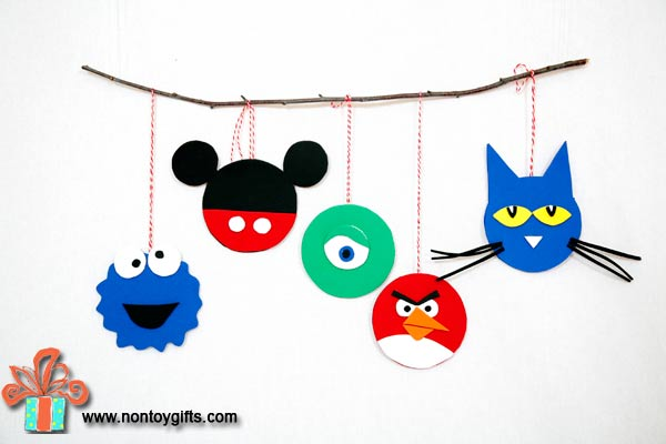 DIY Christmas Ornaments made from felt. These ornaments are not only easy to make but they also use leftover scraps from other projects.