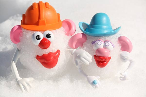 Make potato head snowmen - one of the 20 outdoor snow activities for kids. Be prepared for that snowy day when school is off and kids want to go outside and play. This list of snow and ice activities for kids of all ages is just what you need for any winter day. | at Non Toy Gifts