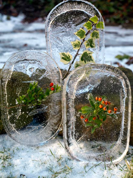 Make ice decorations - one of the 20 outdoor snow activities for kids. Be prepared for that snowy day when school is off and kids want to go outside and play. This list of snow and ice activities for kids of all ages is just what you need for any winter day. | at Non Toy Gifts