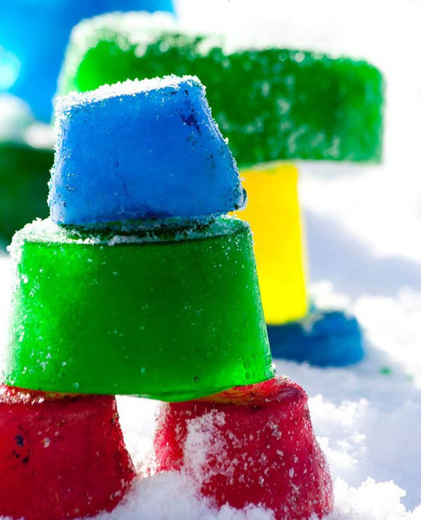 Make a colorful ice scultpure - one of the 20 outdoor snow activities for kids. Be prepared for that snowy day when school is off and kids want to go outside and play. This list of snow and ice activities for kids of all ages is just what you need for any winter day. | at Non Toy Gifts