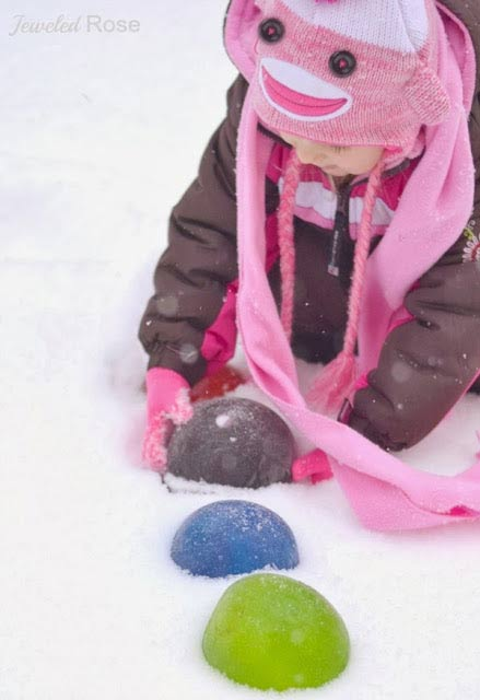 Make giant colored ice marbles - one of the 20 outdoor snow activities for kids. Be prepared for that snowy day when school is off and kids want to go outside and play. This list of snow and ice activities for kids of all ages is just what you need for any winter day. | at Non Toy Gifts