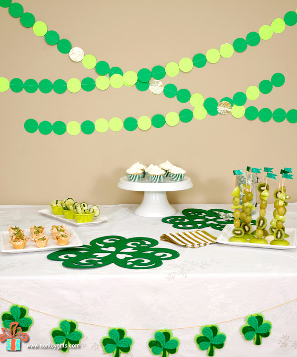 St Patrick's Day Party - simple and healthy food ideas that kids can help with and inexpensive and DIY decorations. | at Non Toy Gifts