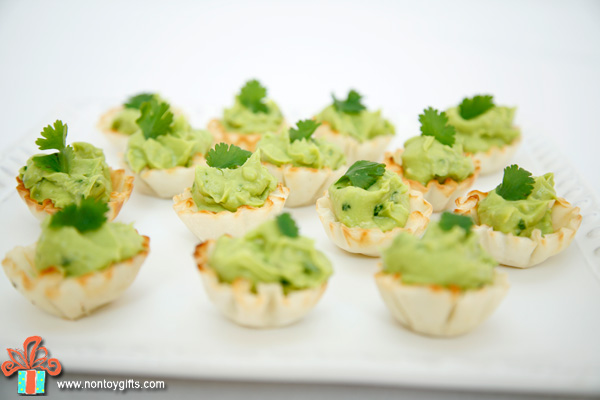 St Patrick's Day Party - simple and healthy food ideas that kids can help with and inexpensive and DIY decorations.   at Non Toy Gifts
