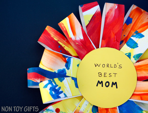DIY Mother's Day Award - an easy Mother's Day craft. It can be made as a gift for grandma. Turn the kids' artwork into a handmade gift. | at Non Toy Gifts