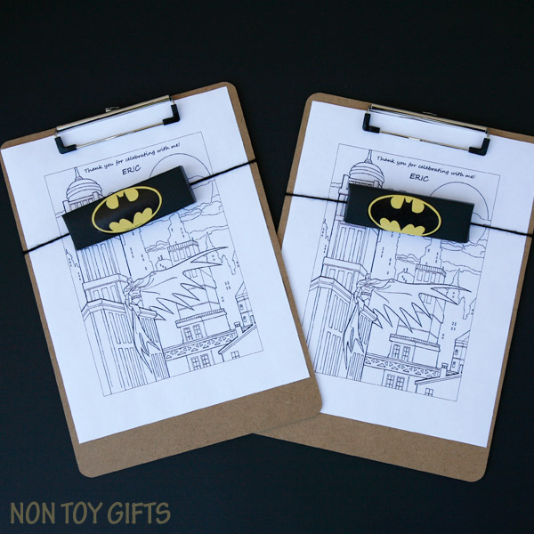 DIY Batman party favors to make for a superhero birthday party for kids. These coloring page, crayons and clipboard favors are easy and cheap and can be adapted for any superhero: Spiderman, Captain America, Superman, etc. | at Non Toy Gifts