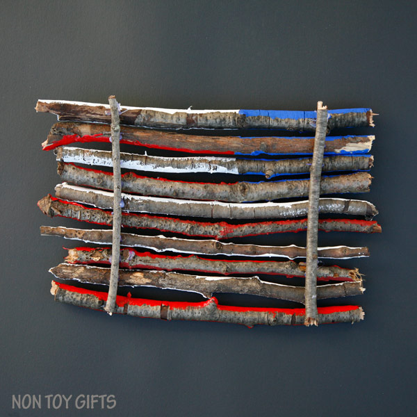 An easy flag craft for kids that uses sticks and twigs. Perfect for 4th of July, Memorial Day or Flag Day. | at Non Toy Gifts
