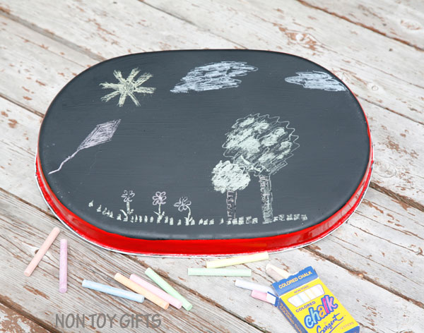 Road trip with kids - DIY busy tray. Use it as a snack tray, drawing tray, magnetic tray and chalk board. | at Non Toy Gifts