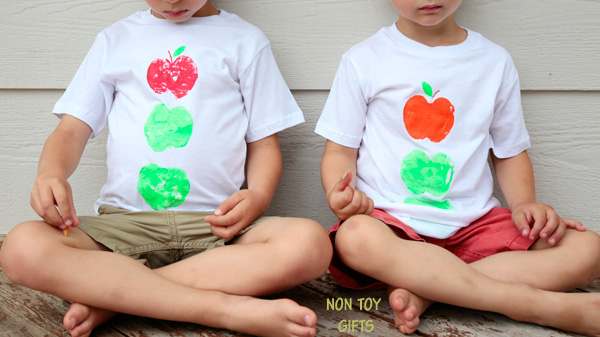 These apple printed t-shirts are an easy fall craft for kids. A is for apple. | at Non Toy GIfts