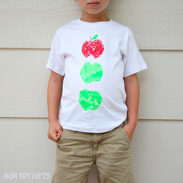 This apple printed t-shirt is an easy fall craft for kids. A is for apple. | at Non Toy GIfts