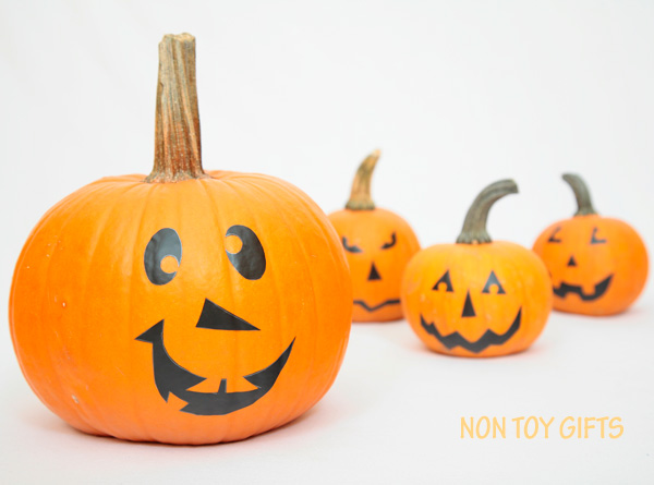 Faux Jack O Lanterns - No-Carve pumpkin decorating idea. A great way for toddlers and preschoolers to practice their scissors cutting skills. No mess Halloween decorating project for kids. | at Non-Toy Gifts