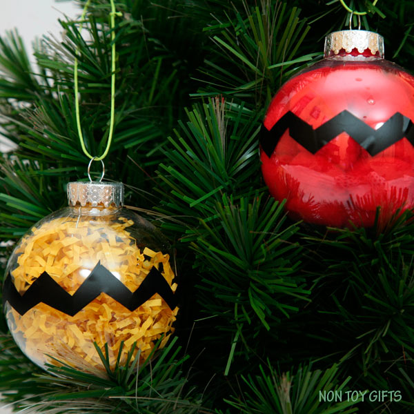 Charlie Brown kid-made Christmas ornaments. Easy and fun winter craft for the Peanuts movie fans. | at Non Toy Gifts
