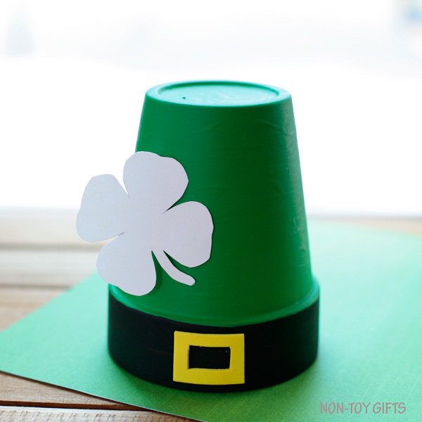 Leprechaun craft for toddlers, preschoolers and older kids. | at Non-Toy Gifts