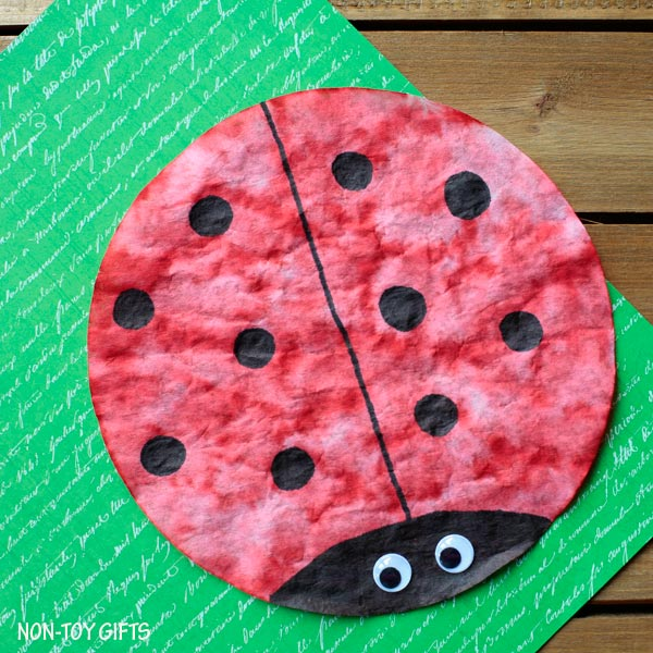 Coffee filter ladybug. Simple spring craft for toddlers, preschoolers and older kids. Insect study activity. | at Non-Toy Gifts