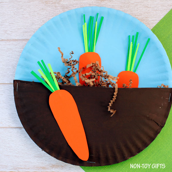 Carrots in the garden craft for kids. Easy paper plate spring craft for toddlers and preschoolers. | at Non-Toy Gifts