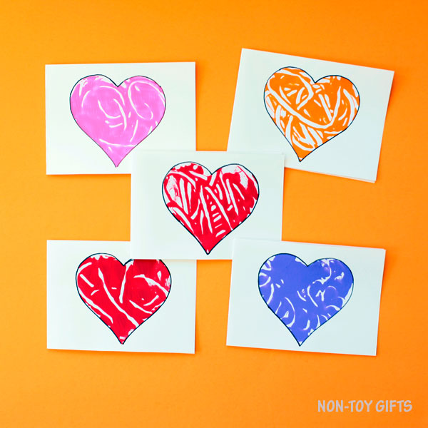 Monoprint heart cards to make for Mother's Day. Easy craft for preschoolers, kindergartners and older kids | at Non-Toy Gifts