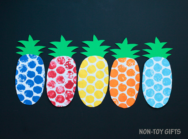 Bubble wrap pineapple craft for kids