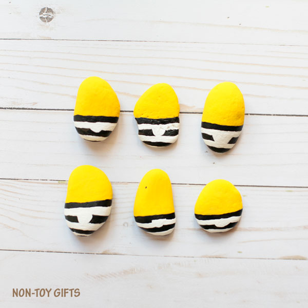 Minions in jail craft. Paint the jail outfit.