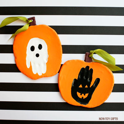 Handprint Halloween keepsake to make with clay