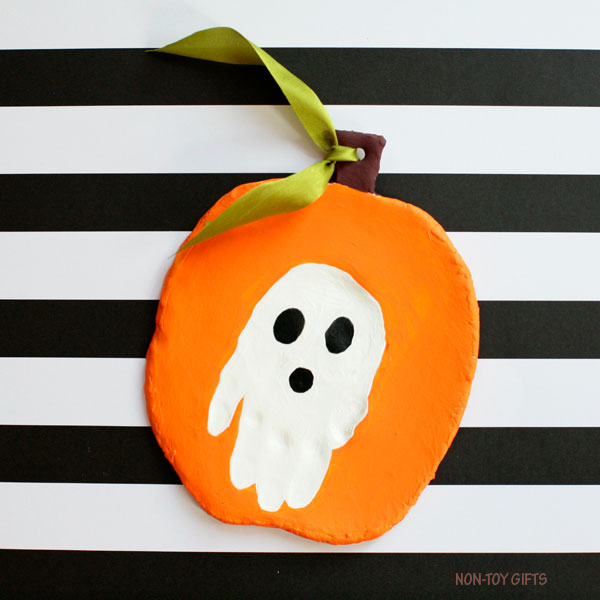 Handprint Halloween keepsake : ghost