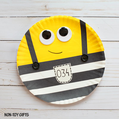 Paper plate Minions in jail craft