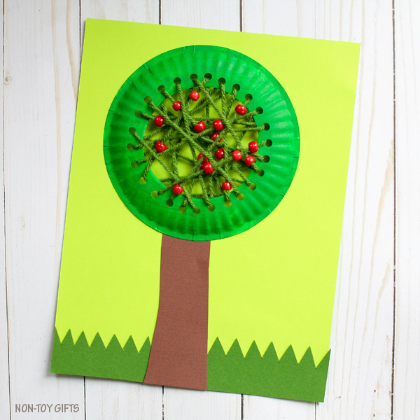 Paper plate apple tree