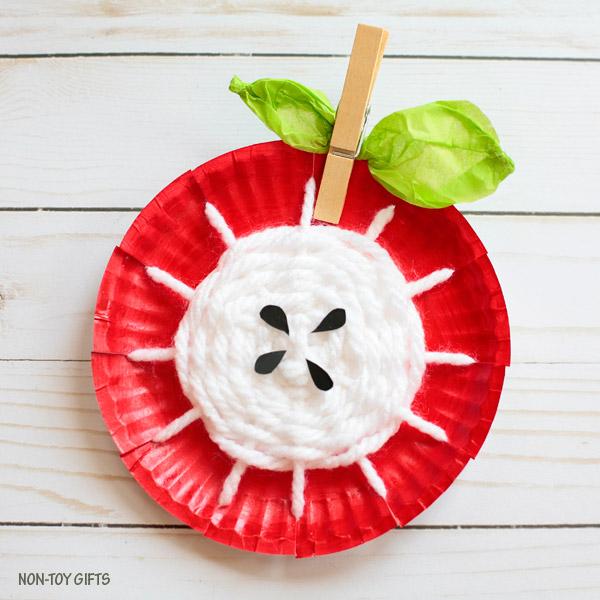 Paper plate yarn weaving apple core craft