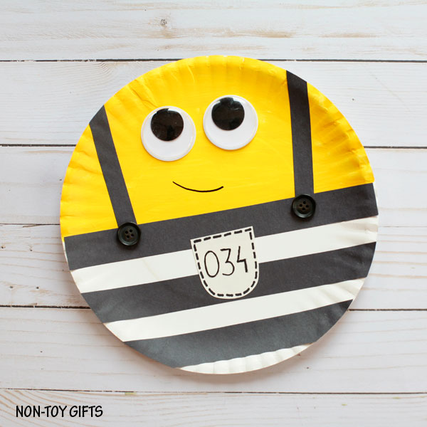 Minions in jail - make this easy craft with paper plate. Kids will love it.