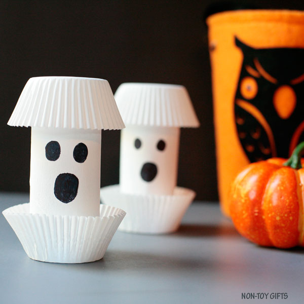 Paper roll ghost Halloween craft
