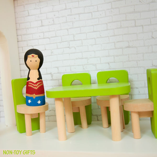 DIY superhero house Wonder Woman