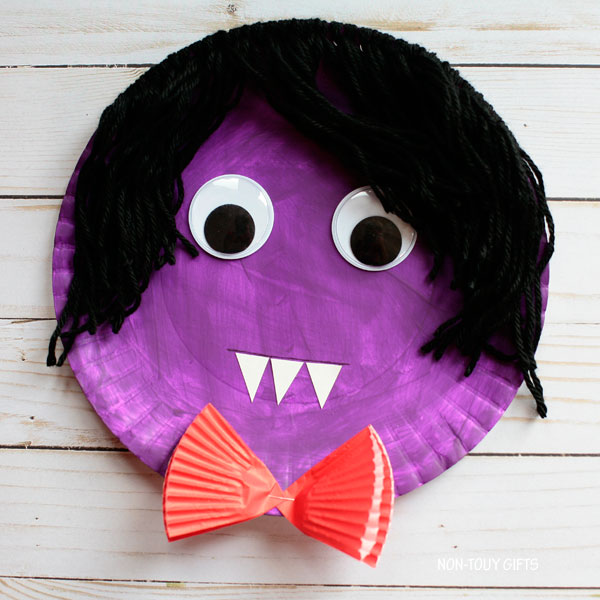 Paper plate vampire Halloween craft