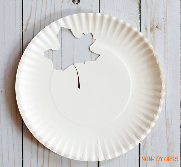 paper plate with leaf