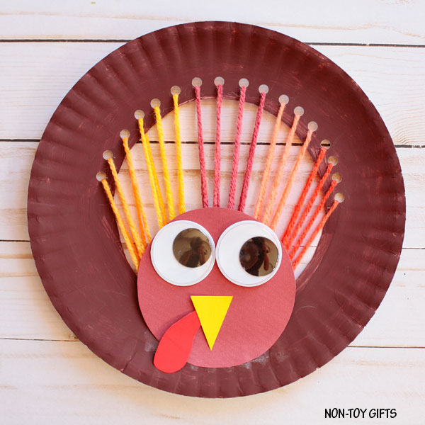 Easy yarn and paper plate turkey craft