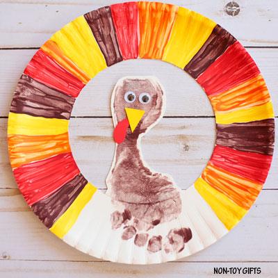 Footprint turkey wreath – Thanksgiving craft