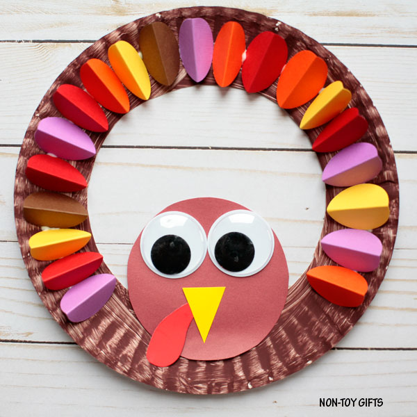 Paper plate turkey wreath Thanksgiving craft