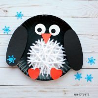 Paper plate yarn weaving penguin craft