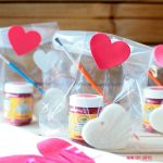 Paint your own heart – DIY Valentine gifts for kids