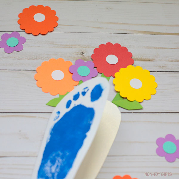 Footprint flower card for mom