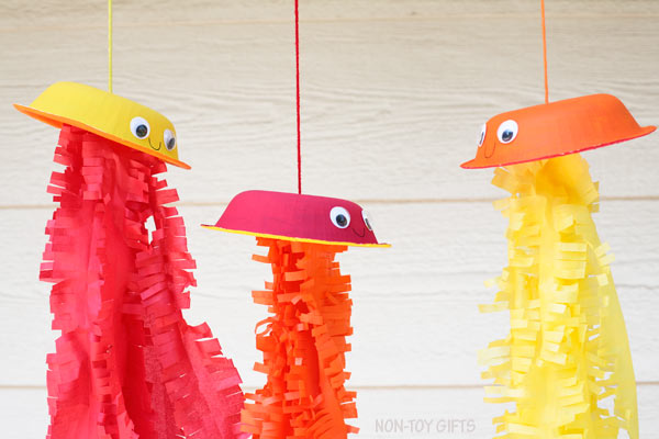 Under the sea craft for kids: jellyfish
