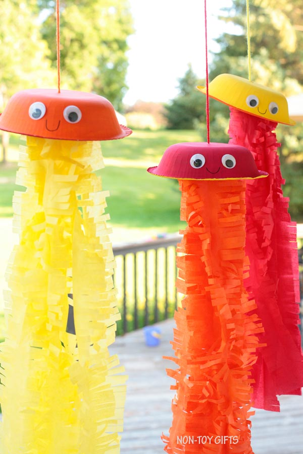 Tissue paper and paper bowl jellyfish craft for kids