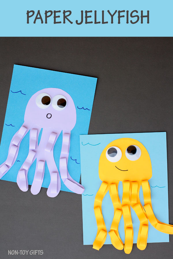 Paper jellyfish craft for kids to make this summer as part of an ocean or under the sea unit. Great craft for preschoolers and kindergartners #jellyfish #ocean