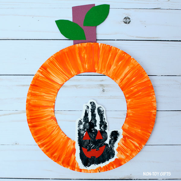 Halloween paper plate pumpkin craft