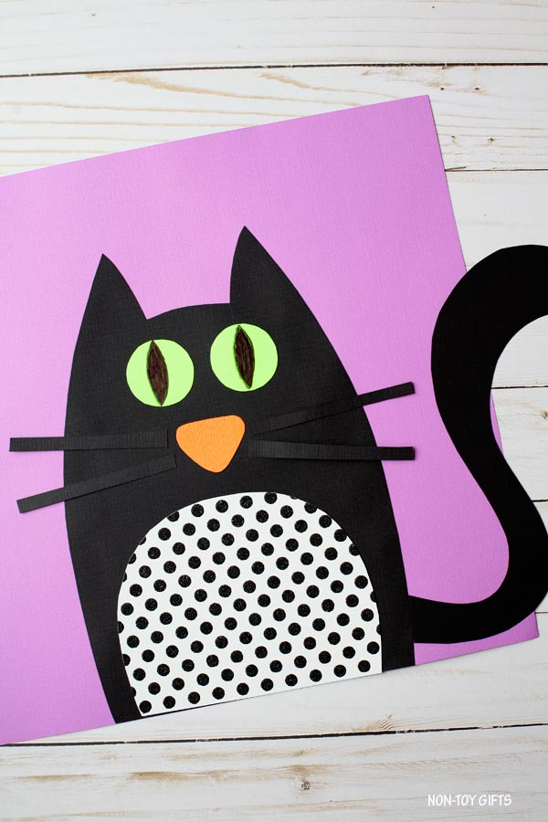 Black cat paper craft for kids for Halloween. Printable included. @Non-Toy Gifts #Halloween #blackcat