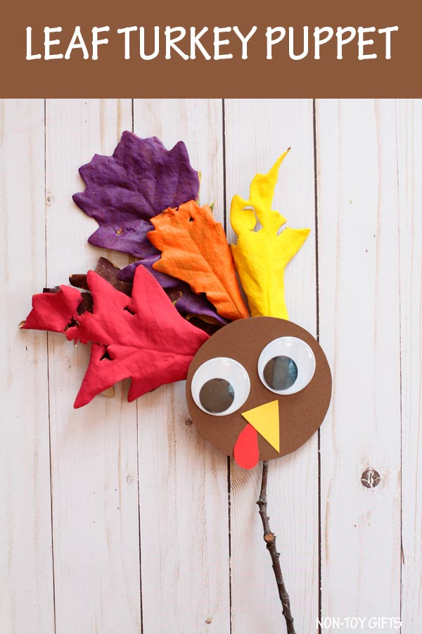 Leaf turkey craft for kids to make for Thanksgiving. Make a nature turkey puppet. #ThankgivingCraft #Turkey