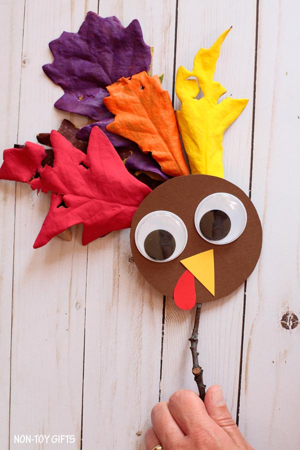 Leaf turkey puppet for kids