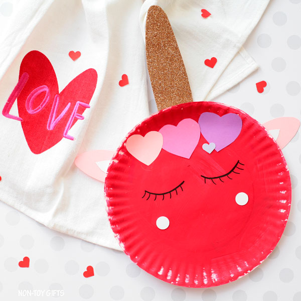 Red paper plate Valentine unicorn craft for kids