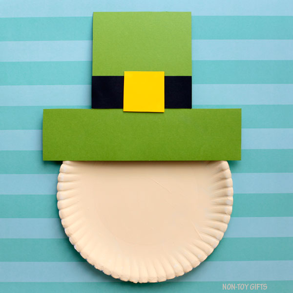 Paper plate with leprechaun hat