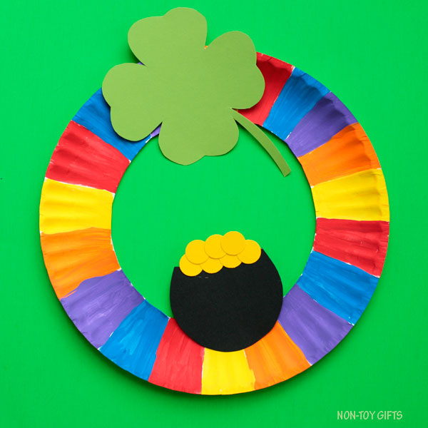Paper plate wreath craft for St Patrick's Day